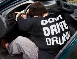 Opilec za volantem služebního auta přišel se zvláštním vysvětlením