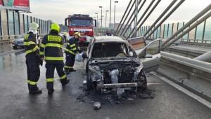 Na Jižní spojce hořelo auto