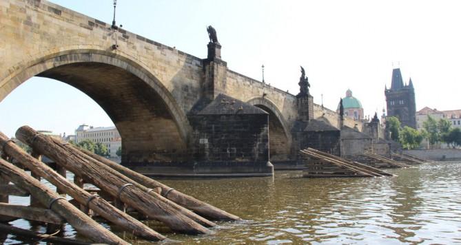 Drama na Karlově mostě, cizinec měl problém