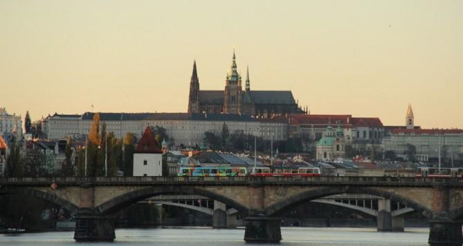 Údajný vlivný syn Michaela Jacksona a majitel části Pražského hradu byl agresivní, vyhrožoval likvidací