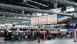 """Až pojedete na pražské letiště, pozor na tohoto potížistu. Zase """"úřadoval""""!"""