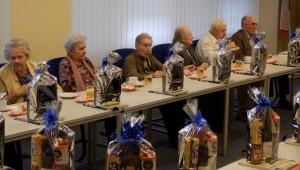 Radnice Prahy 10 uspořádala pro jubilanty slavnostní odpoledne, senioři zpívali Masarykovu oblíbenou