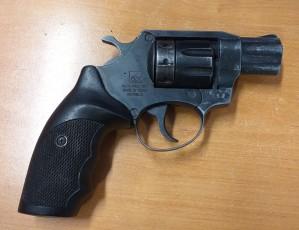 Opilý pistolník tasil kolty u metra