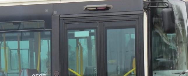 Powerbanka jako zbraň! Na konečné stanici autobusu se odehrál kuriózní krvavý konflikt