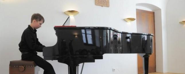 Adam Znamirovský ovládl prestižní klavírní soutěž v Itálii