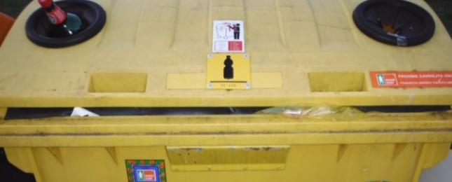 Tři kocoury někdo vyhodil do kontejneru na plast