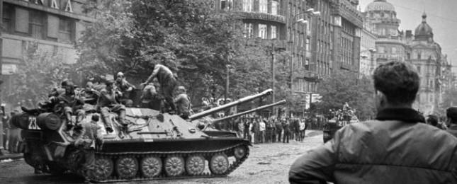 Fotografie Oldřicha Škáchy připomenou výročí okupace 1968