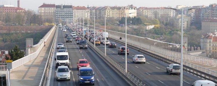 Zaplatíte za roční vjezd do části Prahy 36 tisíc korun? Podle opozice větší noční můra, než kdokoli myslel