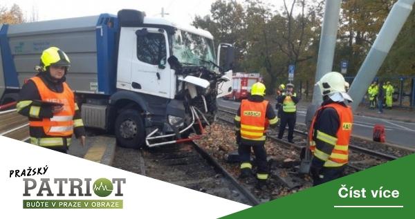 Kvůli nehodě popelářského auta se tramvaje vrátí na část Podolského nábřeží až příští týden