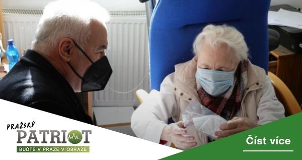 Praha 1 rozdává seniorům v DPS tisíce respirátorů