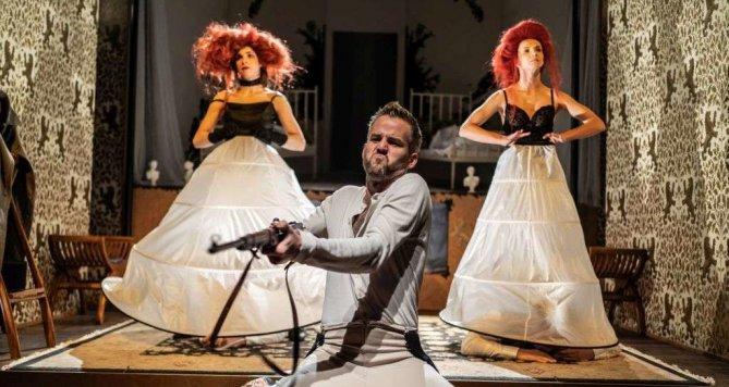 Sigmund Freud zpívá v Divadle Na zábradlí