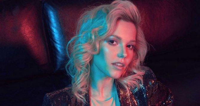 MAKY vidí český pop jinak, singl Stop je ovlivněný zvukem 80's